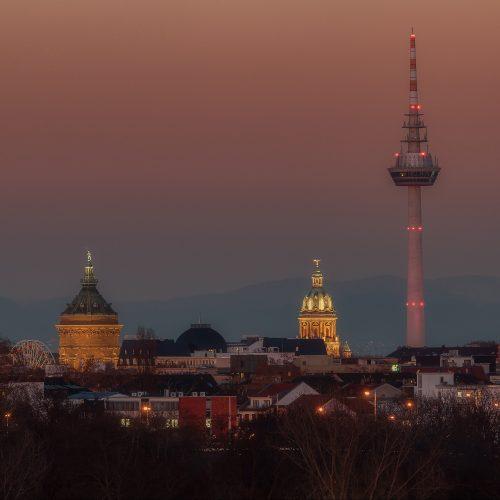 Die Mannheimer Skyline im Sonnenuntergang